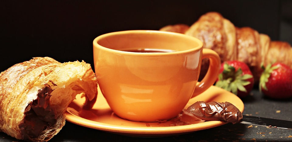 café, croissant, tasse à café